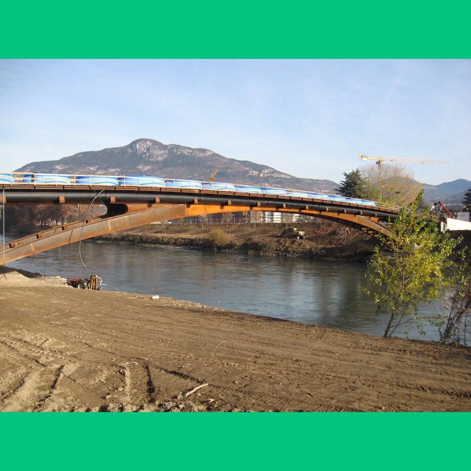 prove di carico sul ponte ciclo-pedonale a Trento